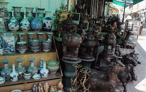 Local antique stalls on Le Cong Kieu Street